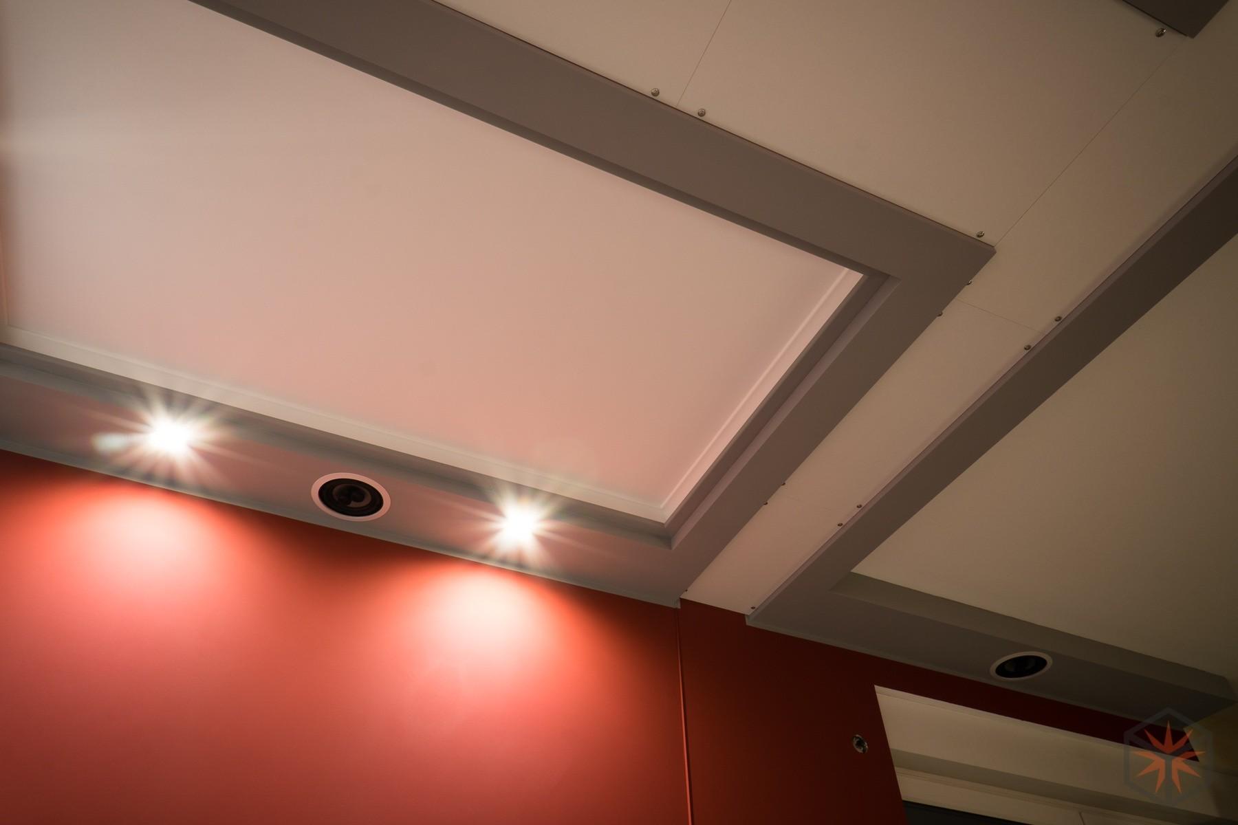 Decke und Wände des Heimkinobereichs