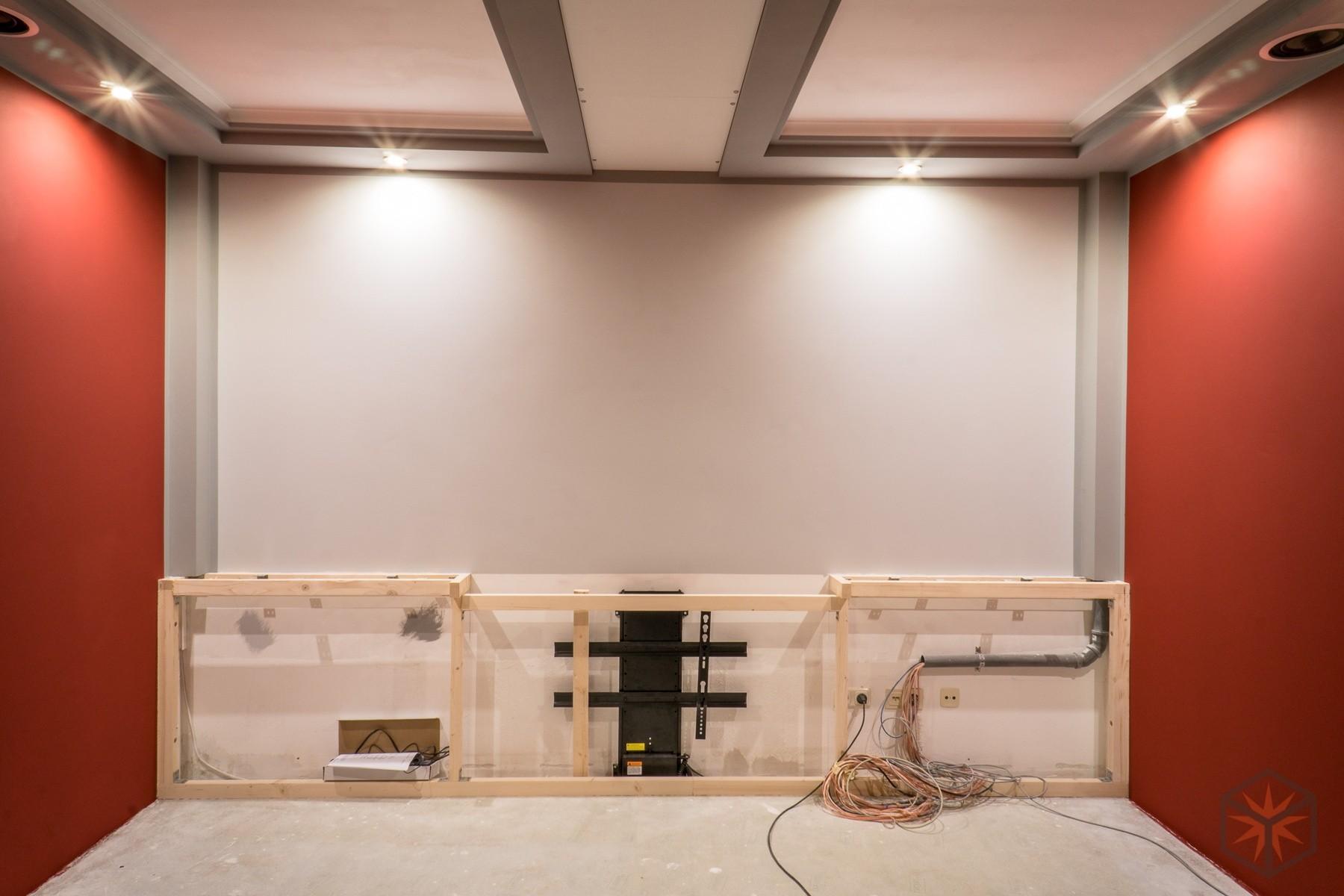 Malerarbeiten und TV-Lift im Pyrodice-Heimkino