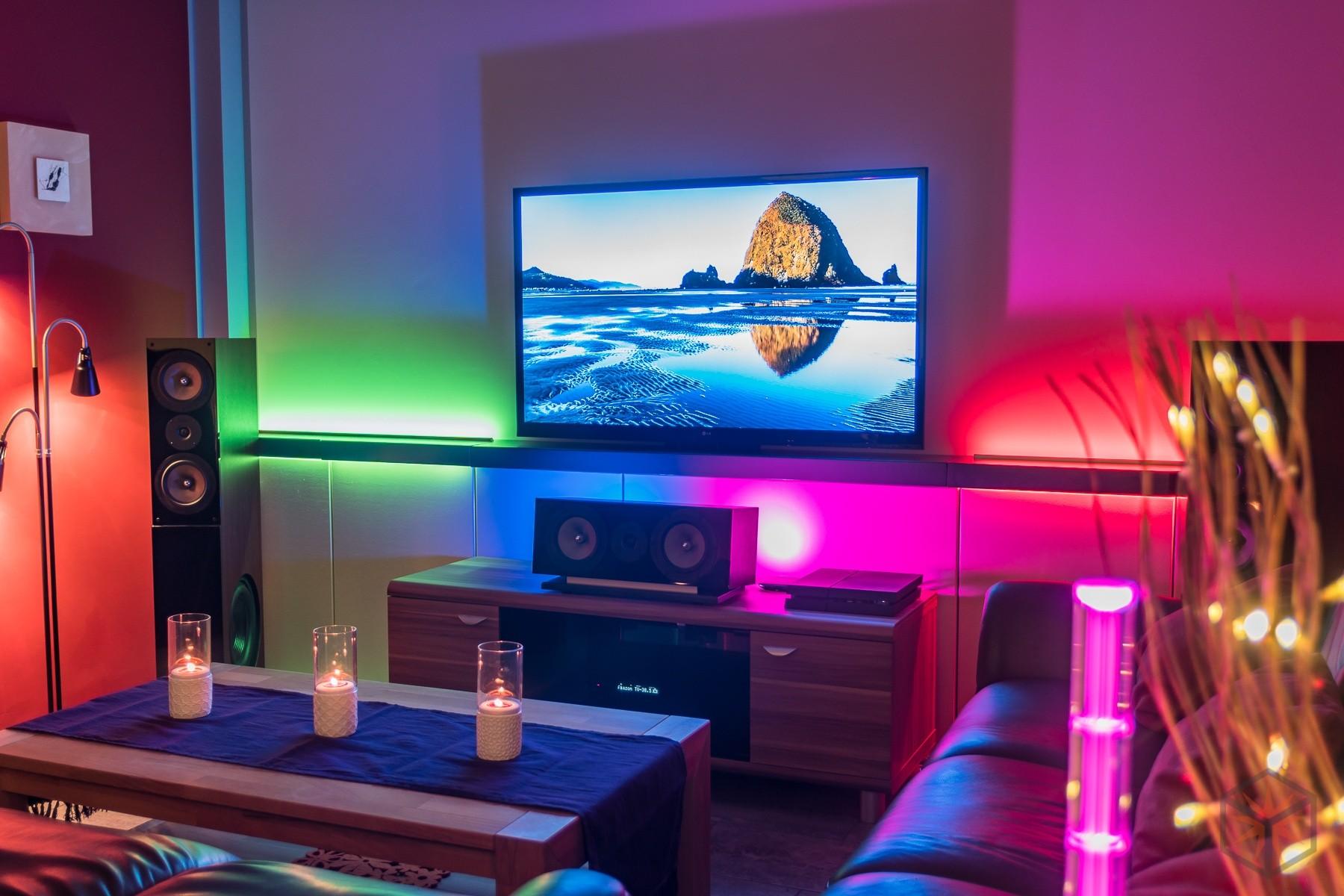 heimkino wohnzimmer wohnzimmer mit beamer und leinwand versteckt neues wohnzimmer besta. Black Bedroom Furniture Sets. Home Design Ideas