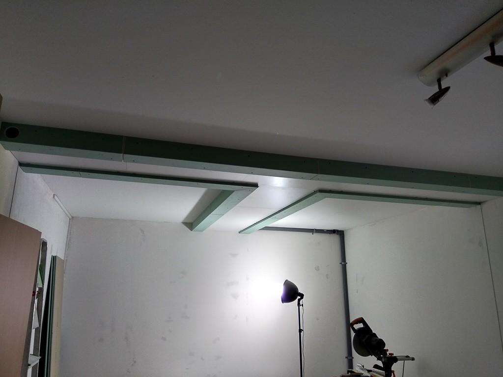 Zentraler Deckenkanal mit fertig montierten GKP-Formteilen