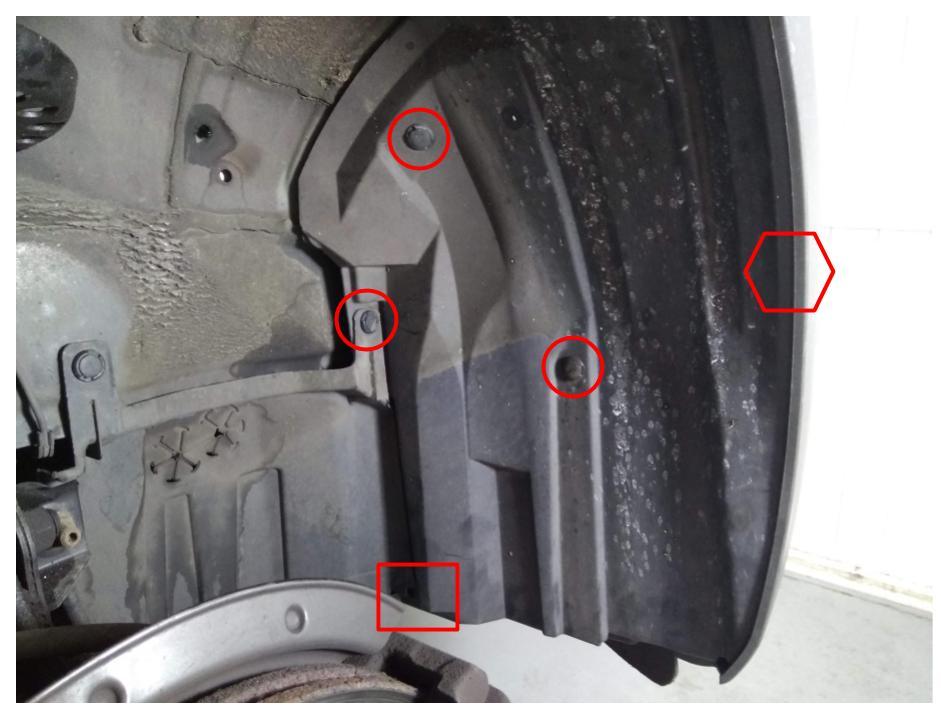 Rechtes Radhaus rechts | Markierte Clipse entfernen | 6-Eck: Äußeren Radkasten ausstecken | Rechteck: Lasche aushaken.